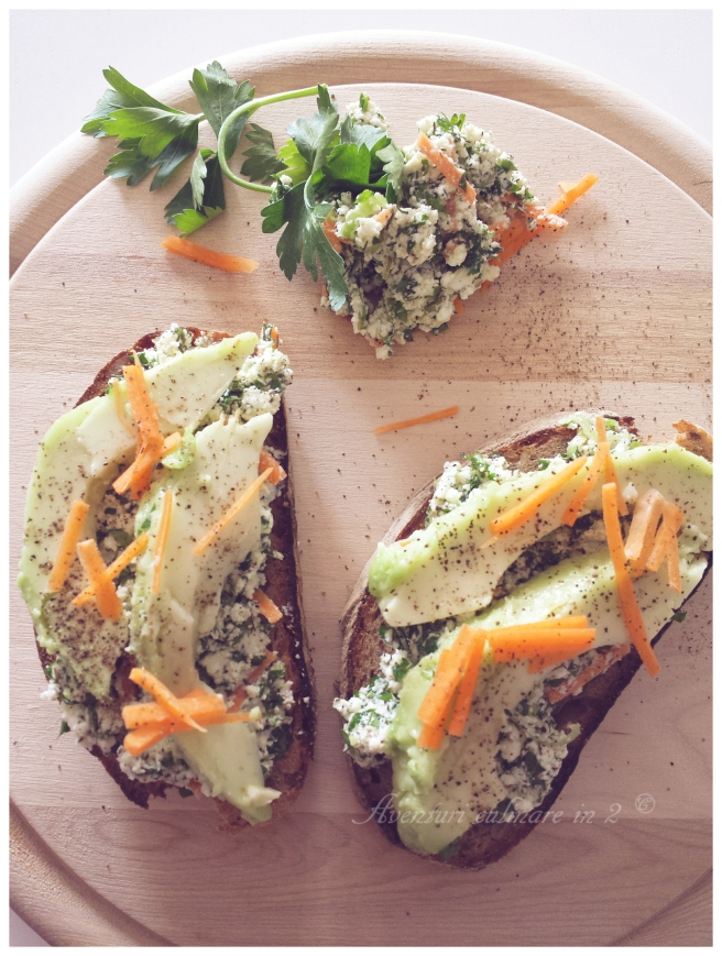Avocado + morcovi + branza de capra = topping delicios